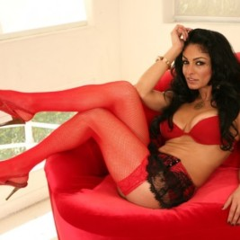 Brunette MILF Persia Pele exposing big boobs in mesh stockings and boots № 454735 загрузить